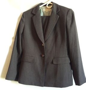 Tahari Other - Tahari 2 Piece Gray Pants Suit Size 6P